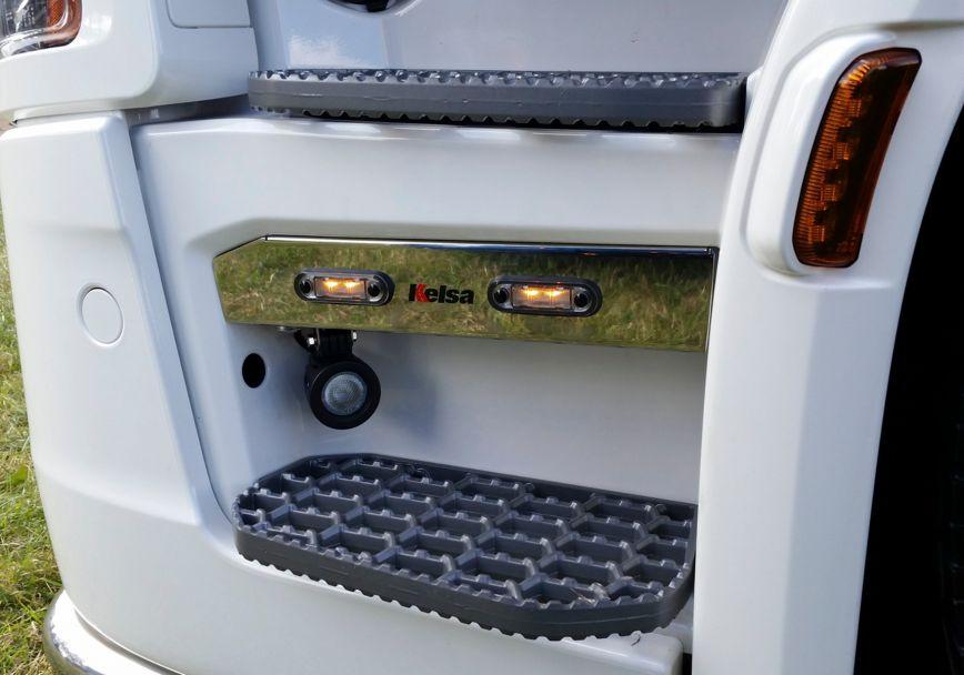 Nerezové lišty do schůdků Kelsa Step Light Strip pro  Scania Next Generation R&S Střední kabina