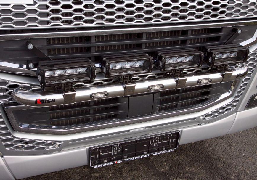 Přední nerezový rám Kelsa MiniBar High Mount pro  Volvo FH 2013-2020 Denní kabina