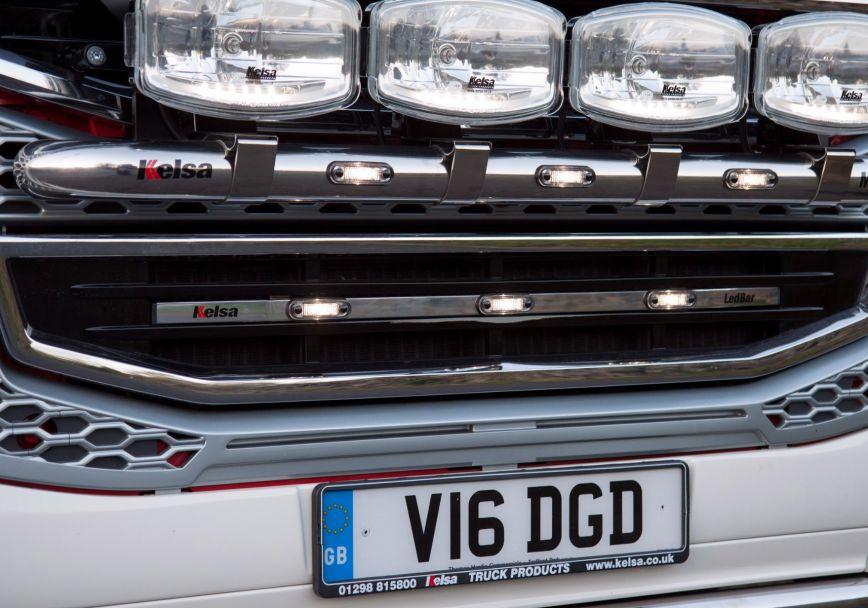 Přední nerezový rám/lišta Kelsa LedBar pro  Volvo FH 2013-2020 Denní kabina