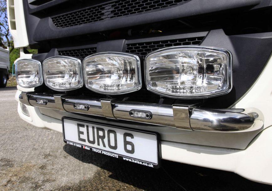 Přední nerezový rám Kelsa MiniBar 15T pro  DAF LF Euro6 45/55 se sluneční clonou
