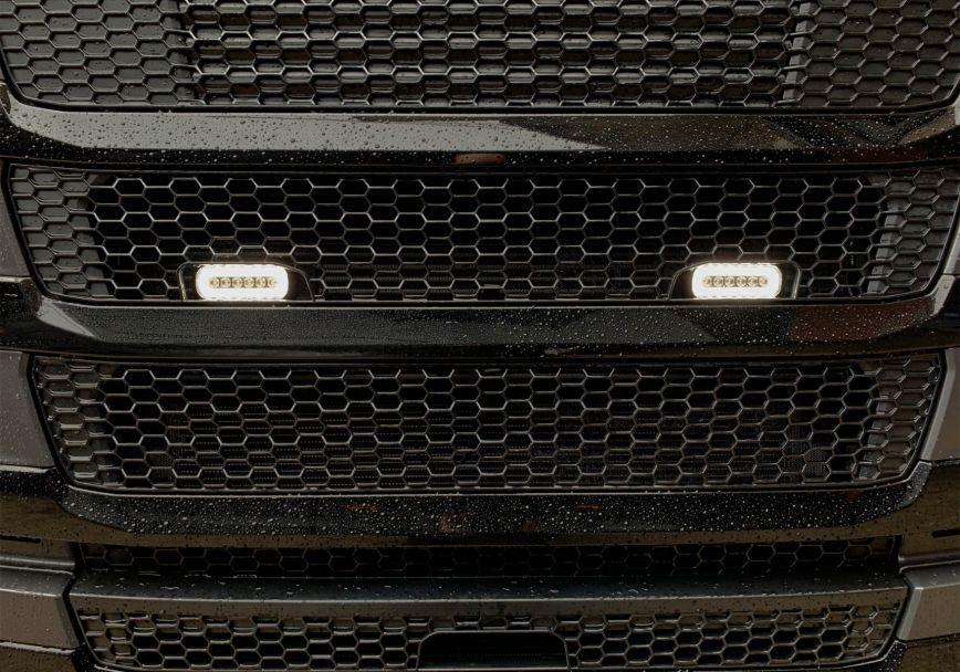 Nerezový rám Kelsa Grille Bracket pro  Scania Next Generation R&S Střední kabina