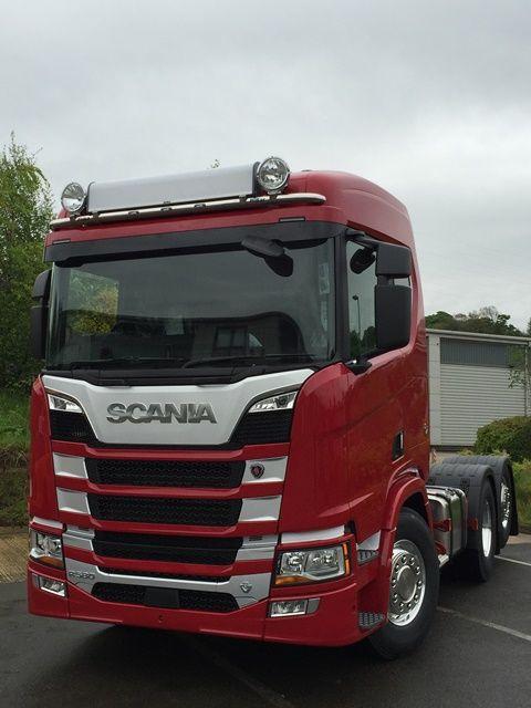 Střešní nerezový rám Kelsa HiBar (full width visor mounted) pro  Scania Next Generation R&S Střední kabina