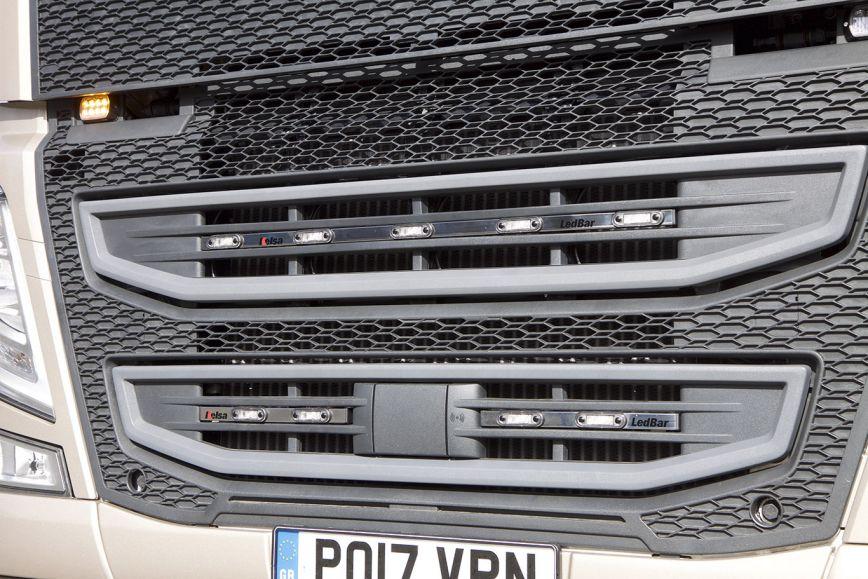 Přední nerezový rám/lišta Kelsa LedBar Split Style pro  Volvo FH 2013-2020 Denní kabina