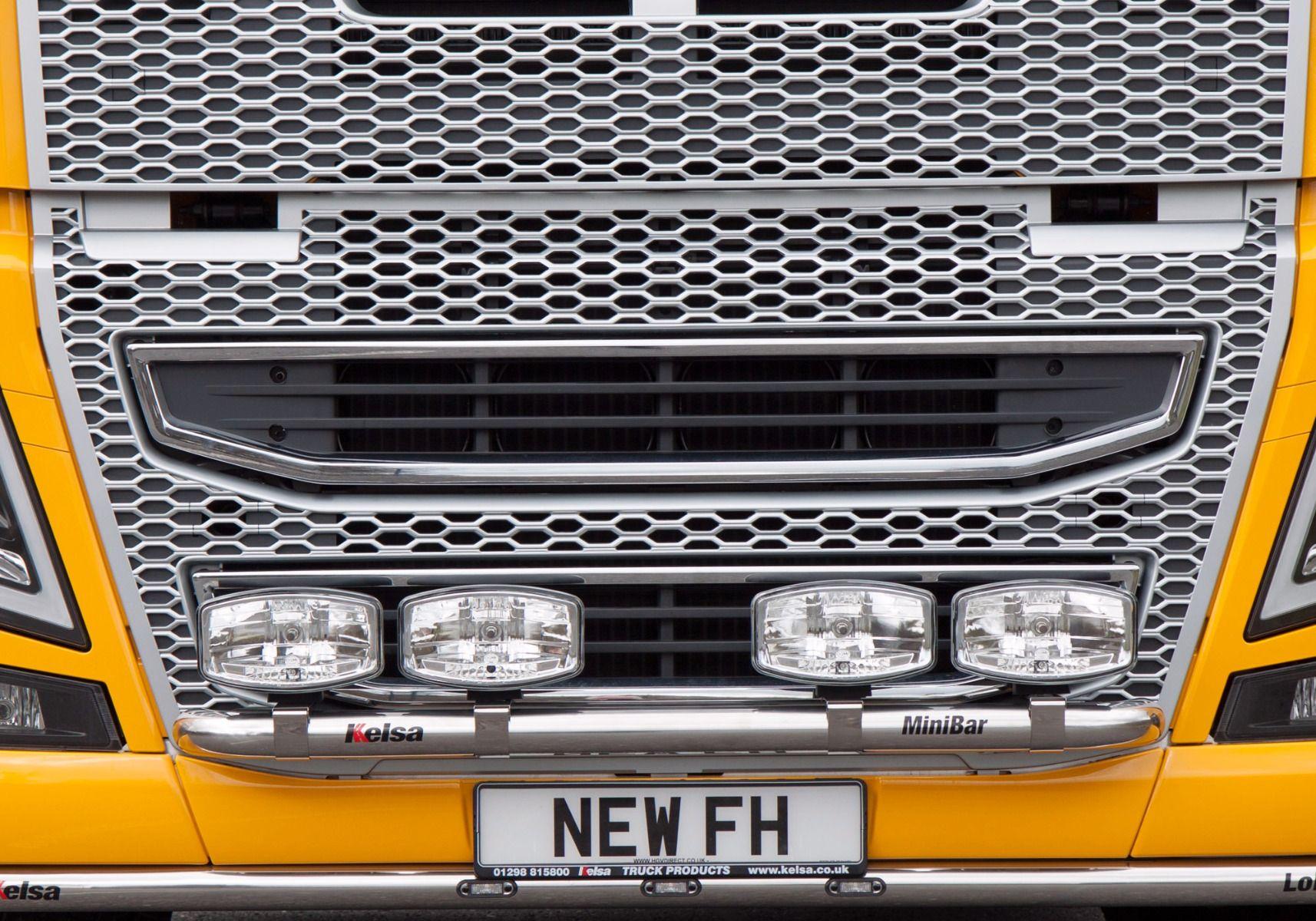 Přední nerezový rám Kelsa MiniBar Low Mount pro  Volvo FH 2013-2020 Denní kabina